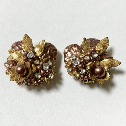 Vintage Faux Pink Beige Pearl & Gold Tone Metal Flower Earrings