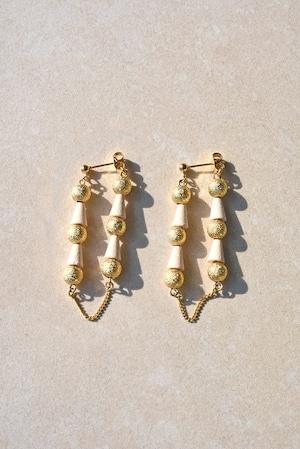 ピアス: Brass Beads &ウッド[クリーム]  「春風と祈り」