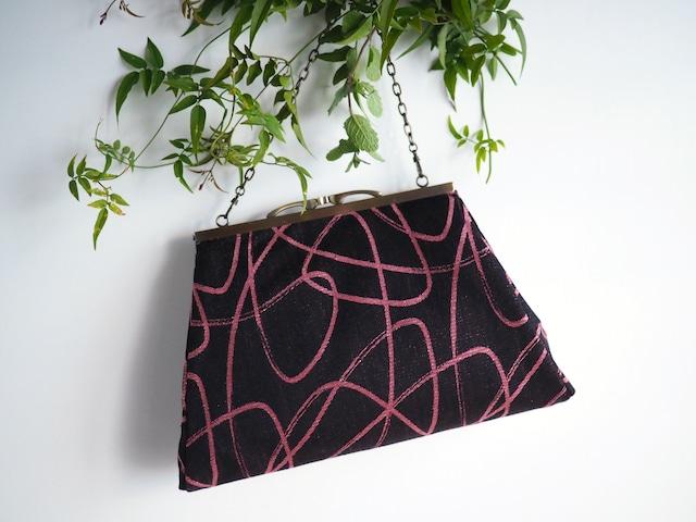 黒にピンクのリボンがレトロモダンな2Wayバッグ(追加で選べるショルダーストラップ三種類)ーシルクウールの着物から