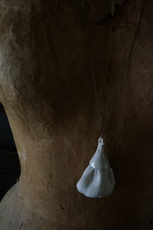 「Pörtrait」#4  OPERA LENGTH NECKLACE OF TWO WHITE GLAZED HARF PORCELAIN WITH OLD CLOTH. 布と陶磁器のオペラレングス・ネックレス