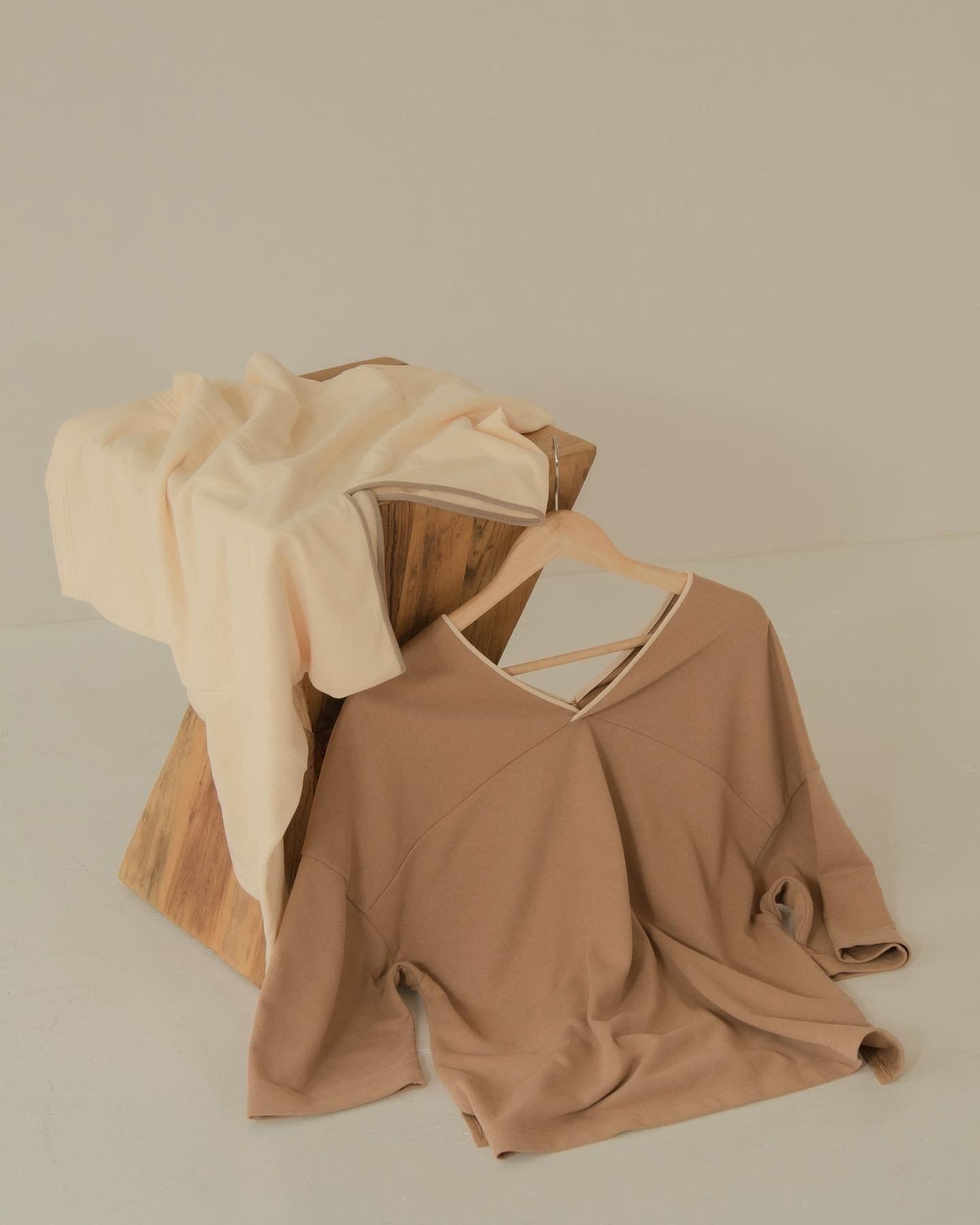 v neck piping pullover