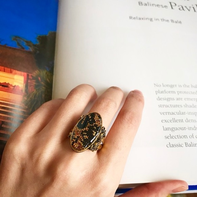 アンティーク金襴緞子の指輪(黒と金糸)