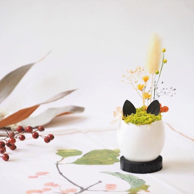 花の猫型盆栽「タマゴノコネコ」(明るい黄色・オレンジ)