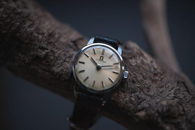 【OMEGA】 1960's オメガ   2針 ステンレスシルバー エイジングダイヤル レディースウォッチ 手巻き  Vintagewatch / Ladies /Cal.620