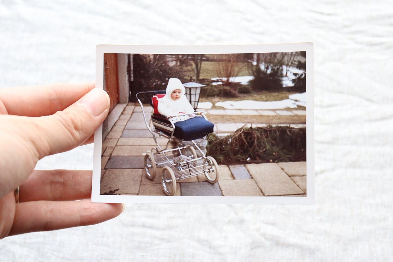 【ドイツ】カラー写真/ベビーカーに乗った赤ちゃん