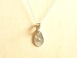 ぶどうと蔦(つた)のネックレス