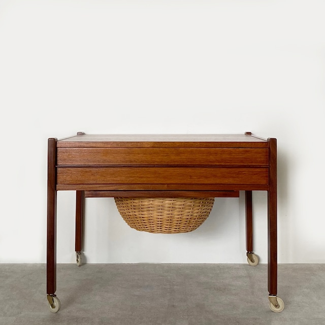Sewing table / ST003