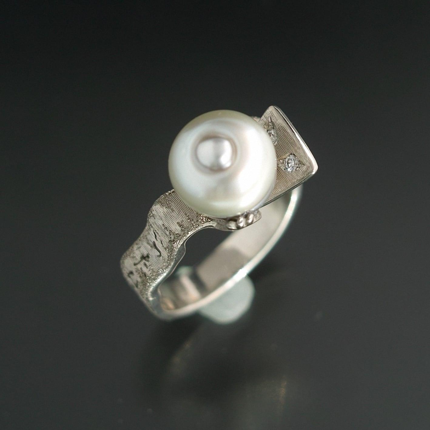 妖怪ジュエリー 妖怪指輪  『 一反木綿 』 K10WG*南洋真珠*ダイヤモンド
