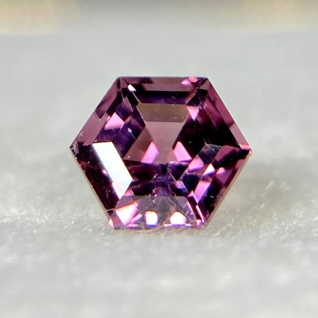スピネル 0.321ct 紫ピンク 簡易ソーティング付き r-0371