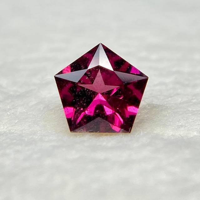 ロードライトガーネット 0.571ct 赤紫色 簡易ソーティング付き r-0382