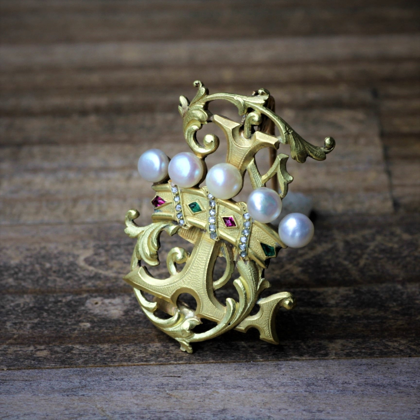 """The Crown & initial """"L"""" Gold Brooch"""