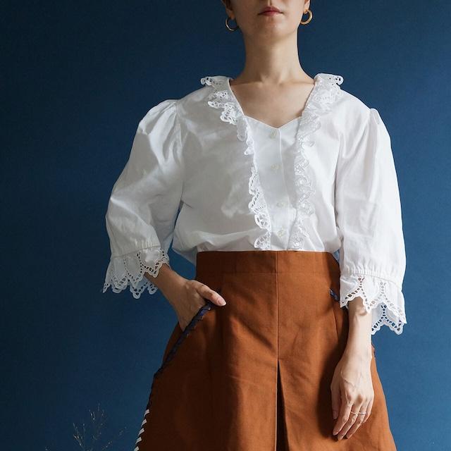 【送料無料】 Vintage Austrian puffy sleeves blouse(80年代 オーストリア アンティーク 古着 レース ブラウス)