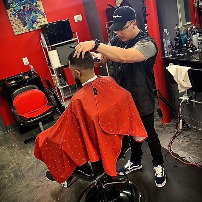 BARBER STRONG カットクロス レッドxホワイトシールドロゴ