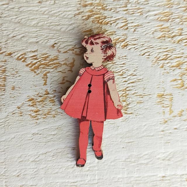 フランス製 木製ボタン アトリエ ボヌール ドゥ ジュール 【赤いドレスの女の子】