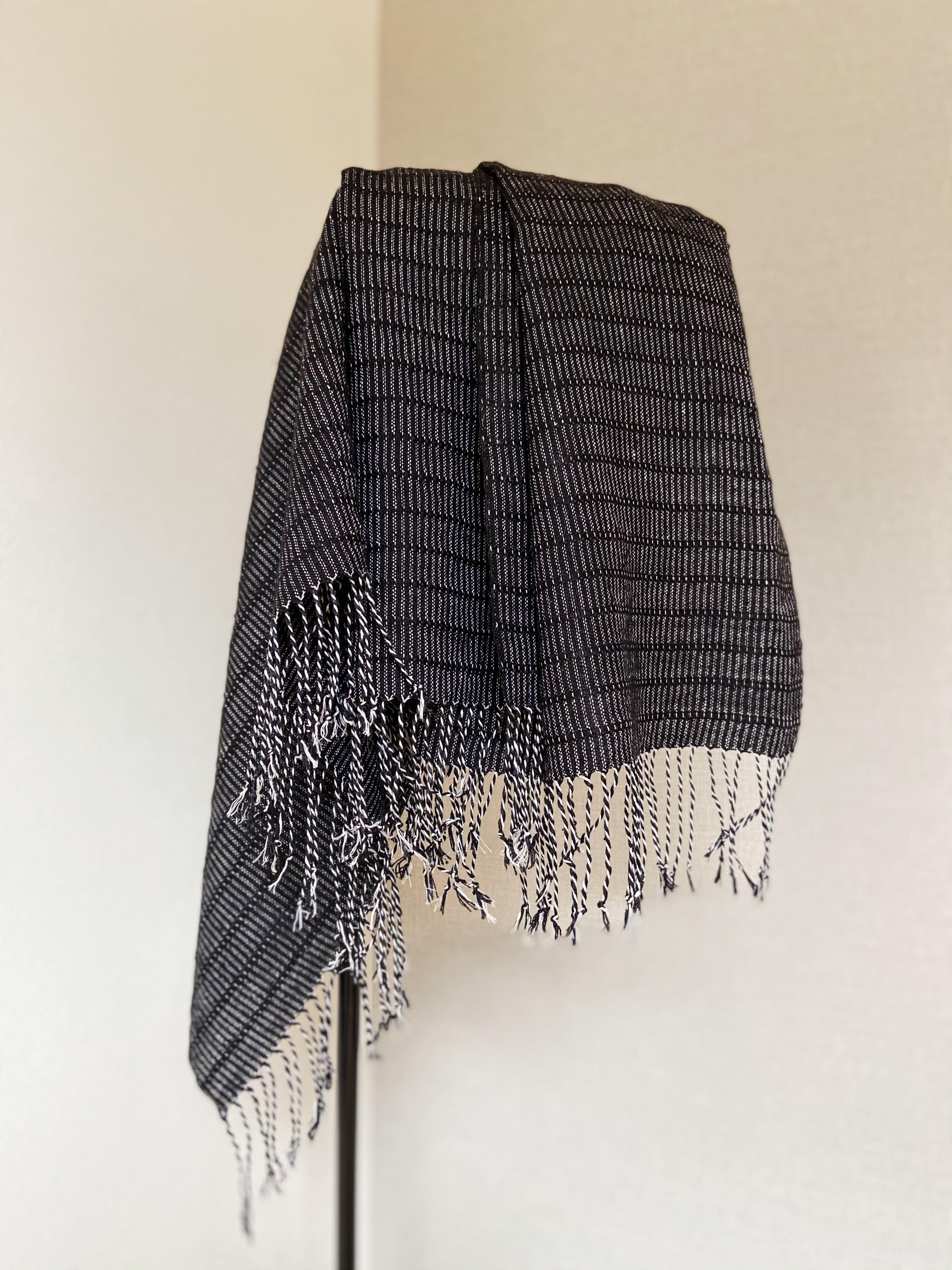 手織りシルクショール アリニア( HAND WOVEN SHAWL Black Alinea )