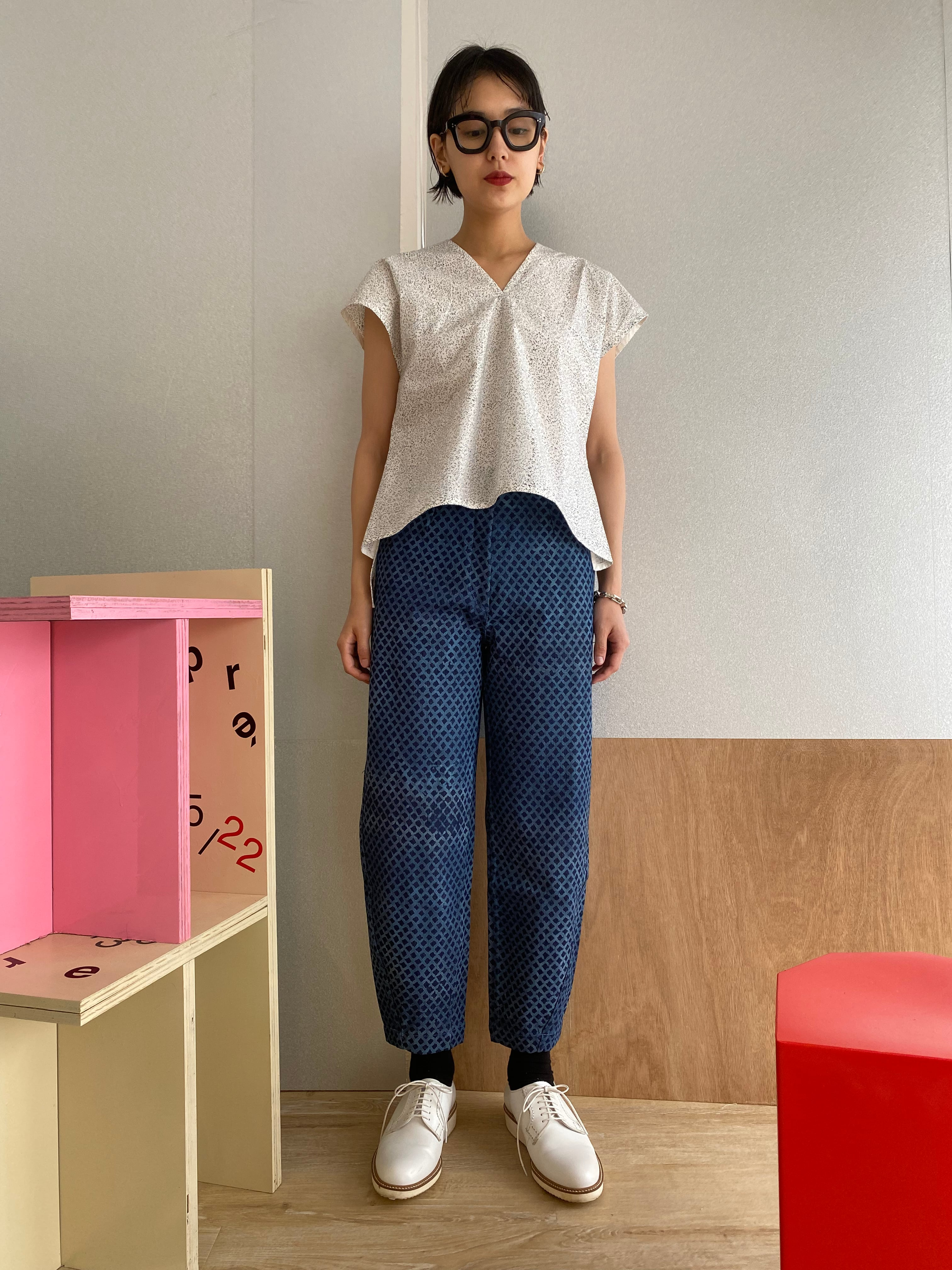 "Sleeveless v-neck top ""block print black"" organic cotton"