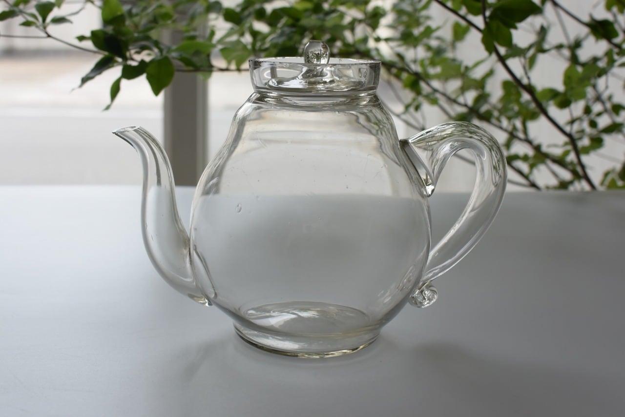 珍しい洋ナシ型のガラスの急須