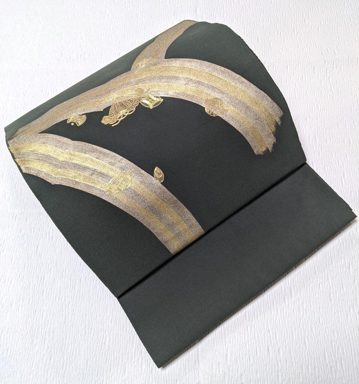 【繊細刺繍】袋帯お太鼓柄 金彩×金糸の虹に宝尽くしの刺繍 ディープグリーン