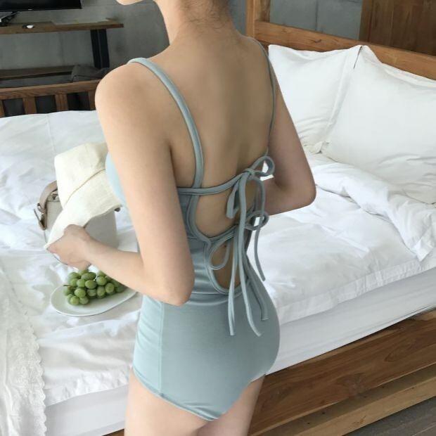 back ribbon onepiece  swimwear