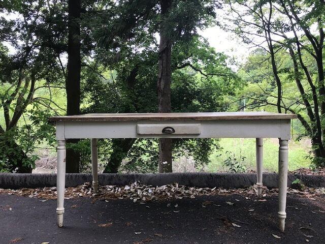 ヨーロッパアンティーク シャビーなダイニングテーブル 古家具