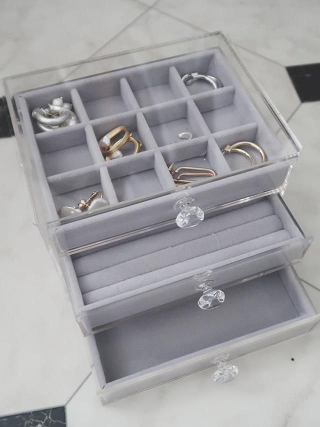 Three steps accessory case