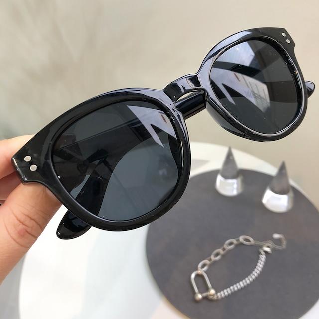 ブラックフレームデザインサングラス