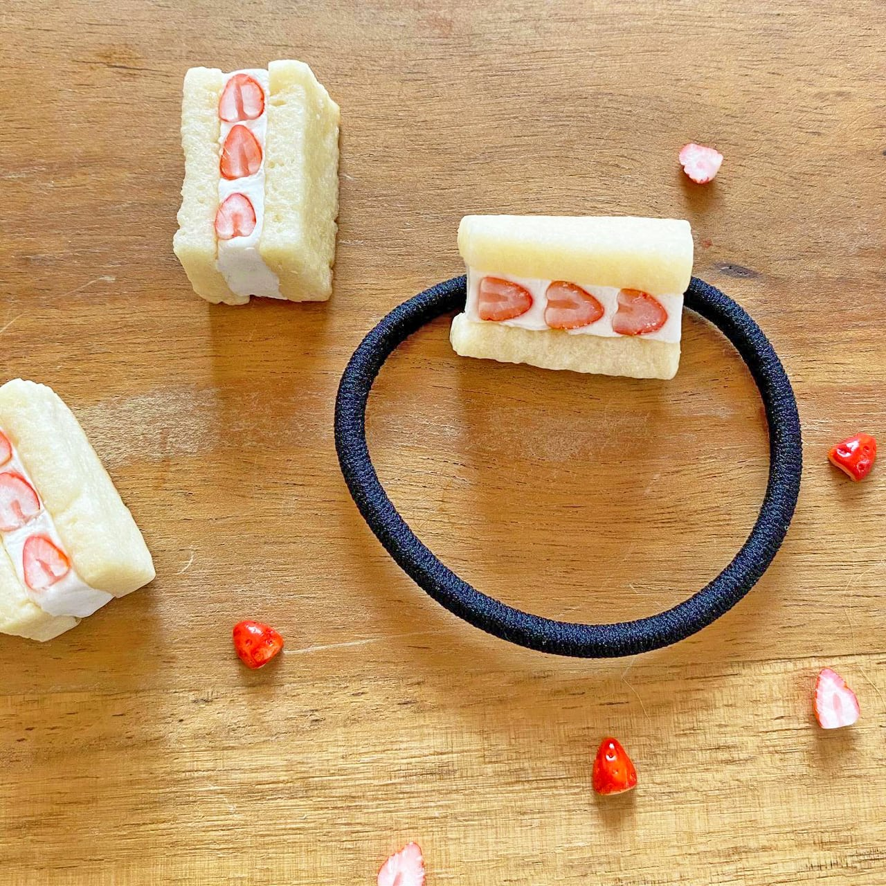 Bakery mokano  / いちごサンド ヘアゴム【受注制作】