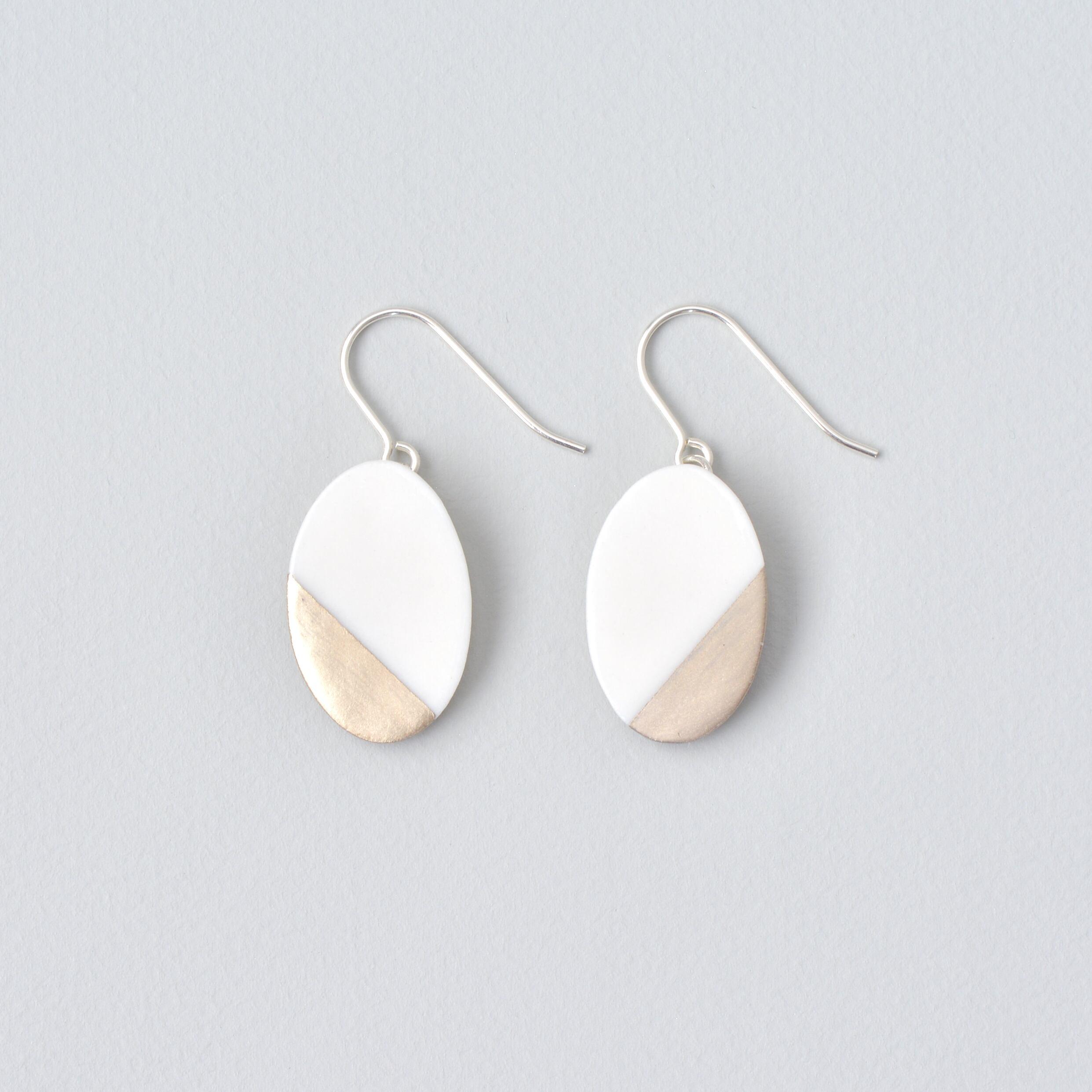 白磁金彩ピアス- オーバルプレート・ホワイトマットゴールド