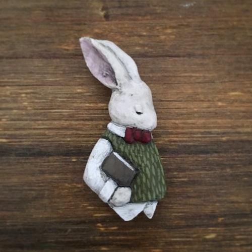 ブローチ 気難しい彼の肖像  (Pin resin brooch  Portrait of his difficult)
