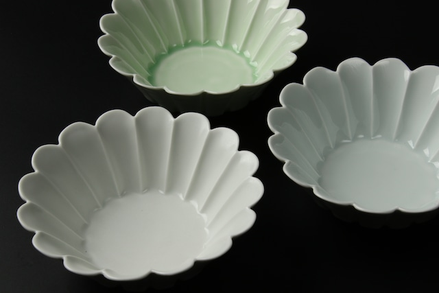 菊型反小鉢(白マット / 青白磁 / ビードロ) 波佐見焼