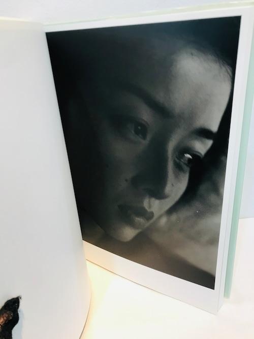 藤あや子 サイン  A PORTRAIT BY 上田義彦