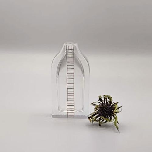 一輪挿し a bottle ladder