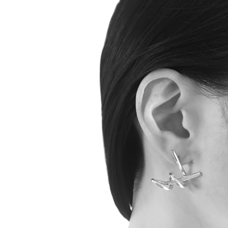 Four beats pierced earrings