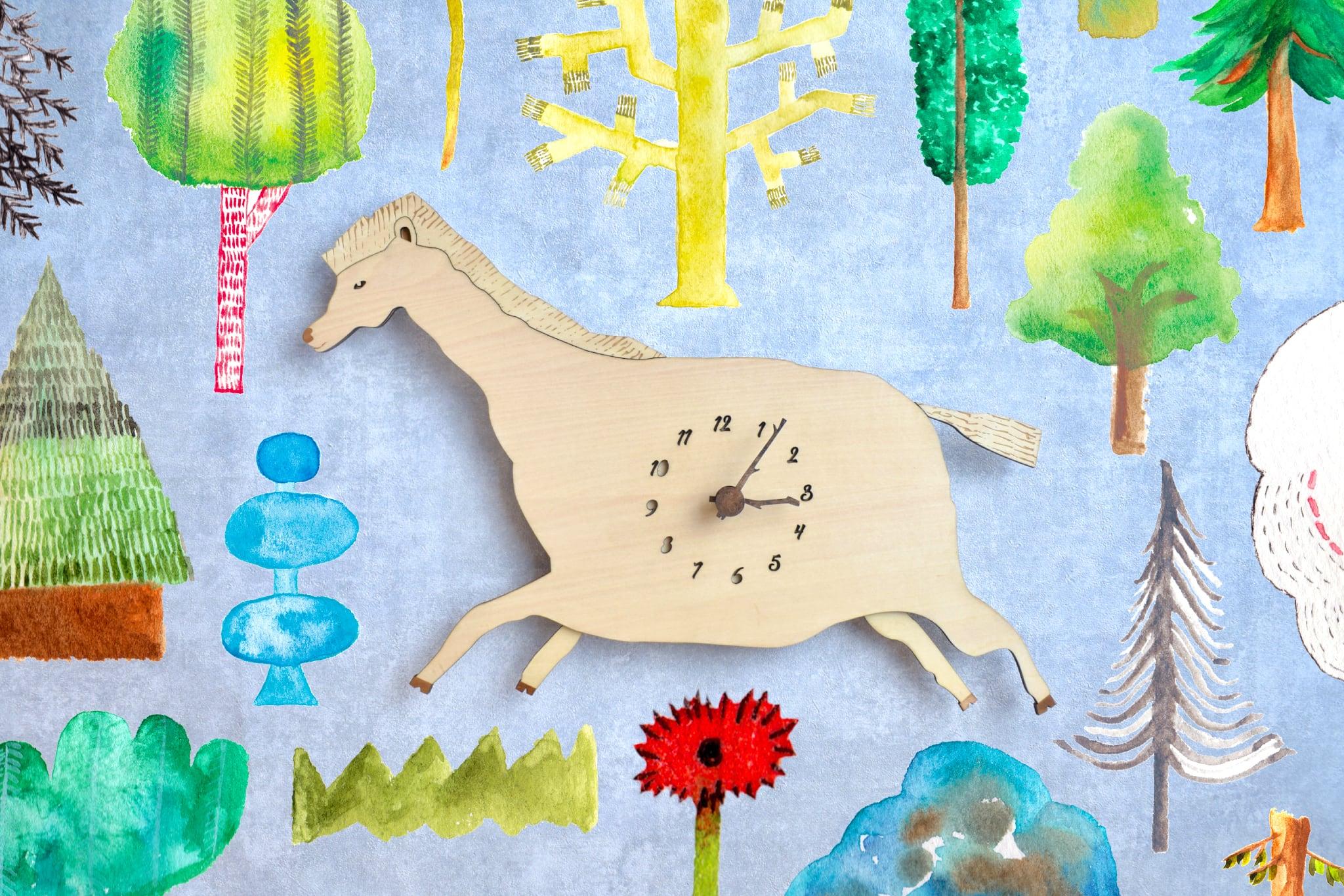 クラシカルな馬*ビッグサイズの時計 木製 掛け時計