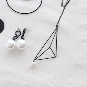 NECKLACE || 【通常商品】 TRIANGULAR PYRAMID WITH PEARL NECKLACE || 1 NECKLACE || BLACK || FAL033