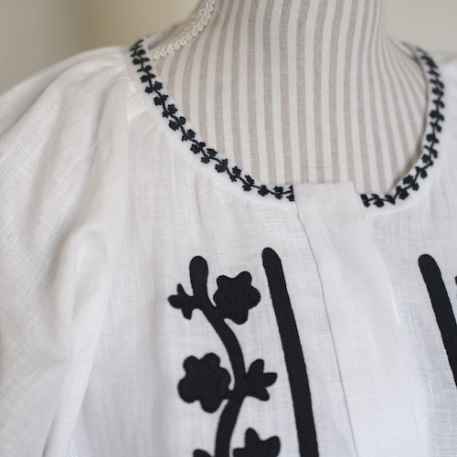 ウクライナ刺繍ワンピース