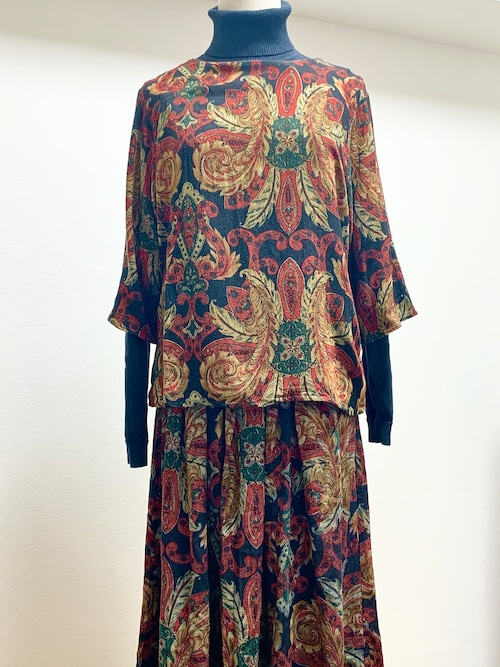 Vintage Paisley Pattern Pullover Blouse & Gathered Skirt Made In USA