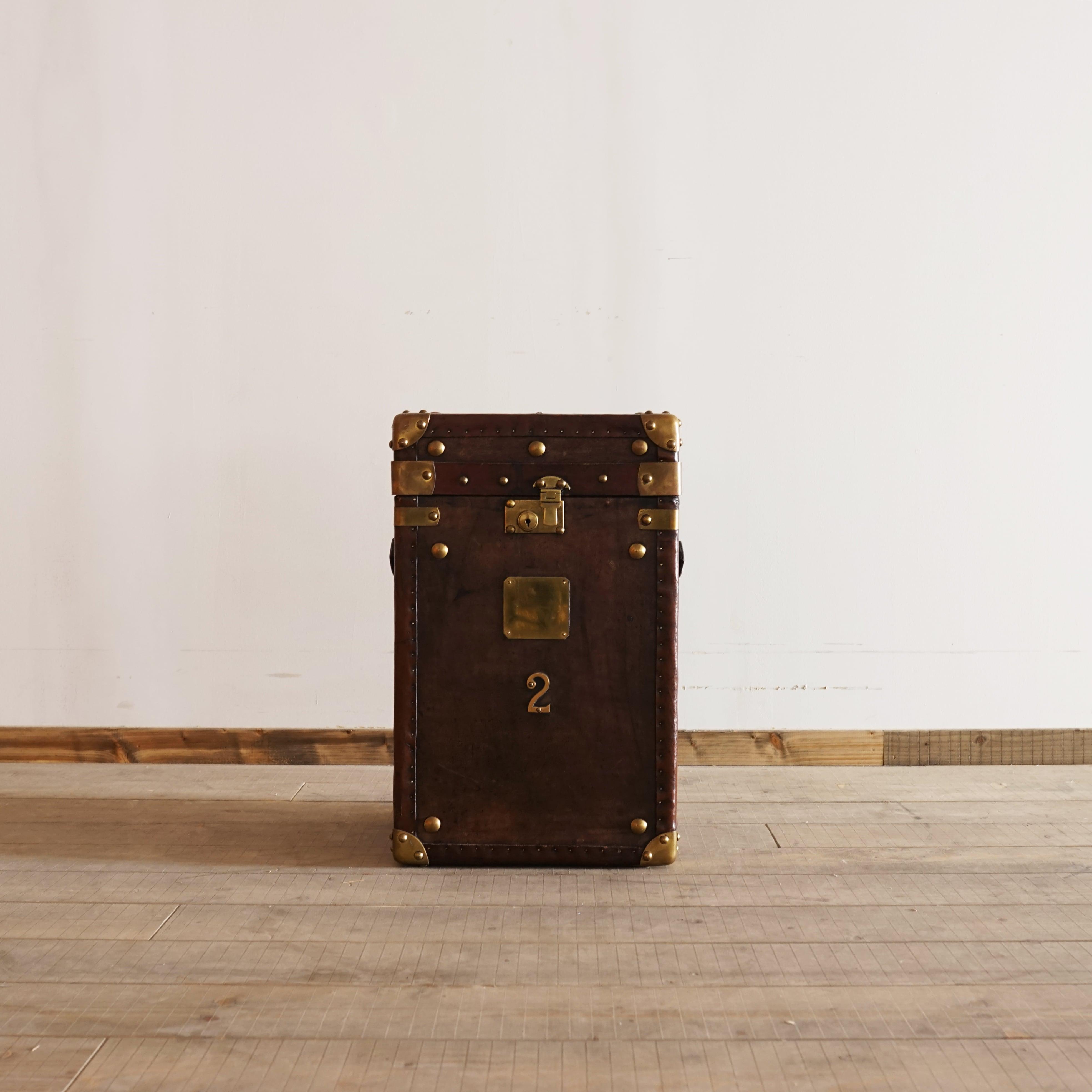 #11-05  Vintage trunk