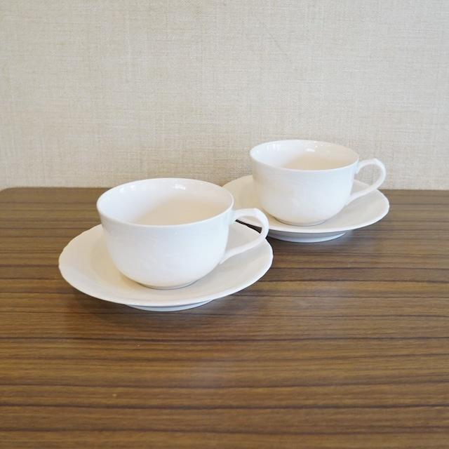 ナカヤマ レリーフの白いカップ&ソーサー 2客セット