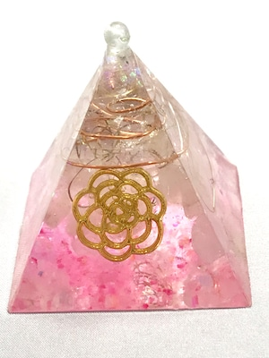 ピラミッド型オルゴナイト【ローズクォーツ&天然水晶】トップに水晶のポイント付き♫
