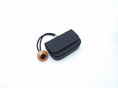 煙草入れ(箱型)叺 黒/黒 亀甲柄