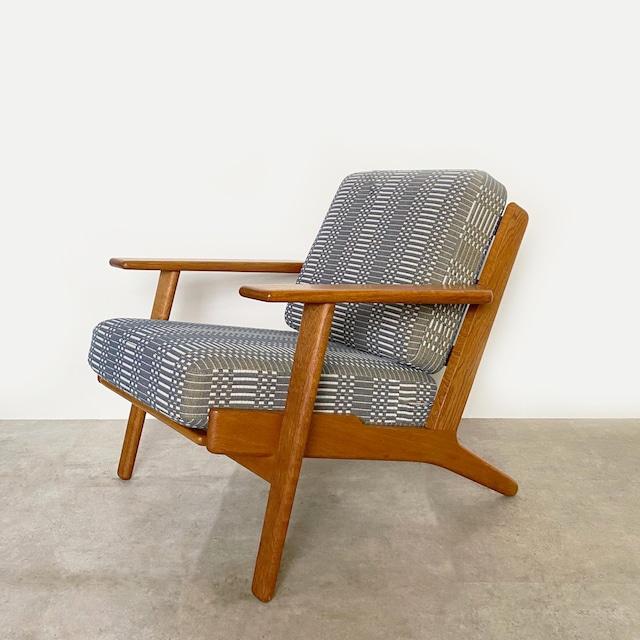 GE290 Easy chair by Hans J Wegner / CH029-2