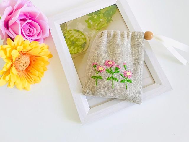 ガーベラ刺繍のミニ巾着