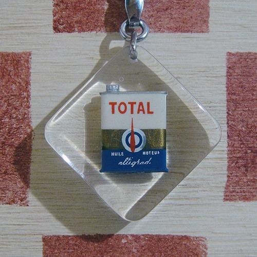 フランス TOTAL[トタル]石油会社オイル角缶広告ノベルティ ブルボンキーホルダー