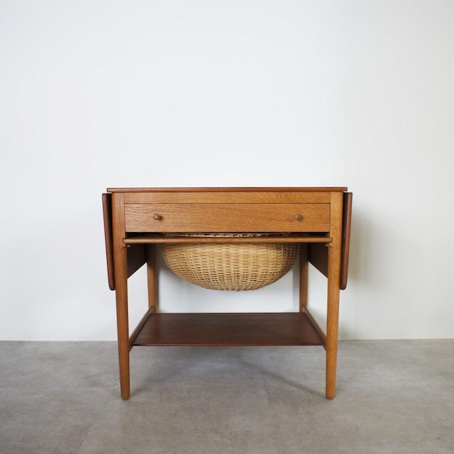 AT33 Sewing table by Hans J Wegner / ST002