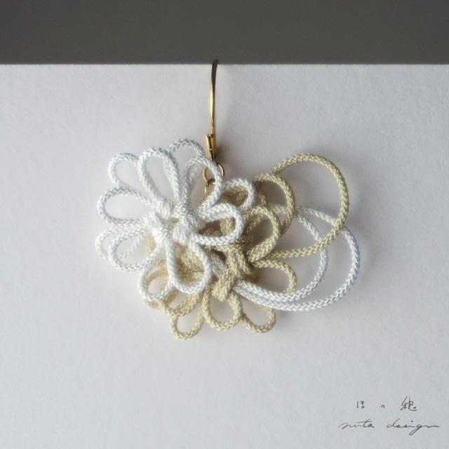 かたっぽピアス「ほの穂」(白×アイボリー)