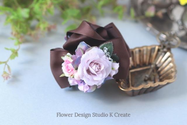 ラベンダーピンクの薔薇とフリルローズのバンスクリップ 髪飾り ヘアクリップ ブラック 茶 結婚式 参列 フォーマル バラ お出掛け