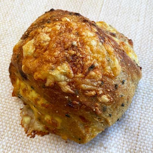 4種チーズのライ麦パン