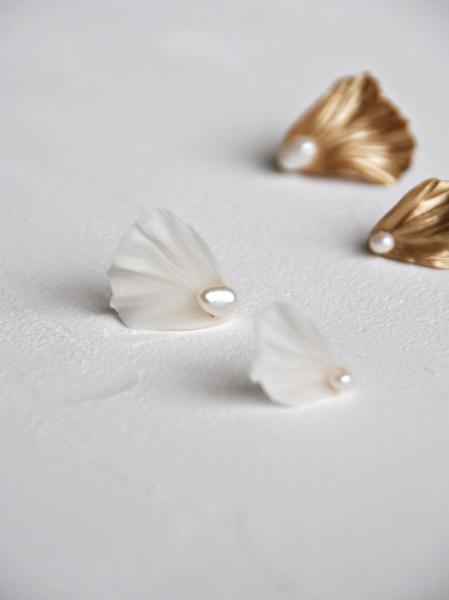 Petal asymmetrical stud  - See-through white