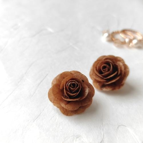 2WAY幸せの国ブータンからの贈り物 薔薇のイヤークリップ【ブラウン系】オリジナル・バラ・自然素材・紙